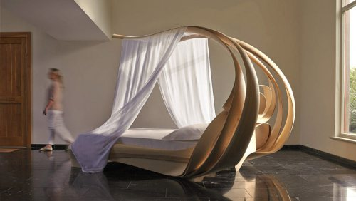 Awesome and Elegant: The Enignum VI Canopy Bed
